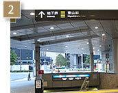 「桜通口」を出るとすぐに「地下鉄東山線」への案内表示がございます。