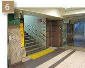 地下街突き当たりが「中日ビル」の入口ですが、その手前にある「12番出口」が最寄出口となります。