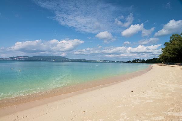 ホテルから徒歩数十歩のビーチで<br />マリンスポーツをお楽しみください