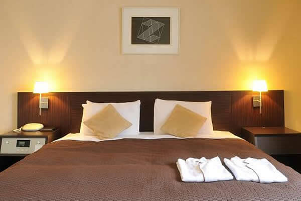 シモンズ社製ベッド・テンピュール社製枕を全室に完備!良質な睡眠を