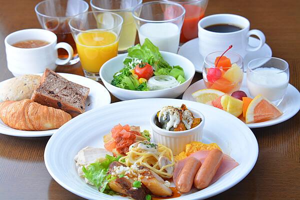 【カップルステイ】<br />12時までのんびり・バスエッセンス/和洋食バイキング朝食付