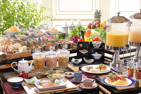 毎日45種類の和洋朝食ブッフェ<br />充実メニューで「健康的な一日を」