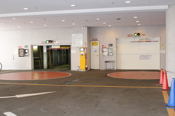 PARKING AREA 駐車場
