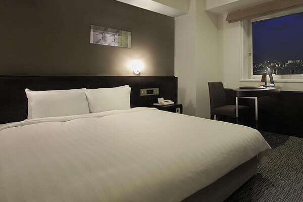 全室に幅広シモンズベット完備で<br />快適な眠りをご提供