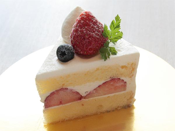【季節のショートケーキ】 400円(税別)