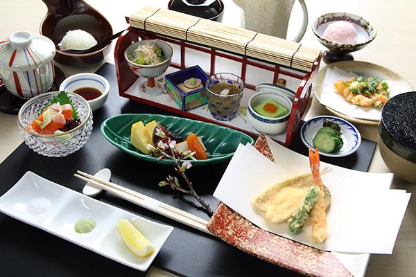 【4月1日より新登場】レディースランチ ~目の前で揚げた天ぷらをお召し上がりいただけます。