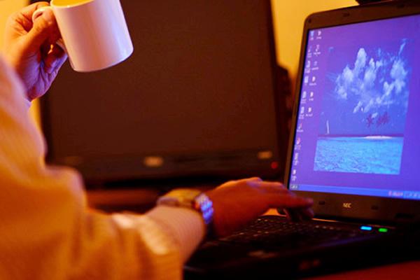 全てのお部屋に有線LAN/Wi-Fiをご用意。1Fロビーではプリンターも無料でご利用いただけます。
