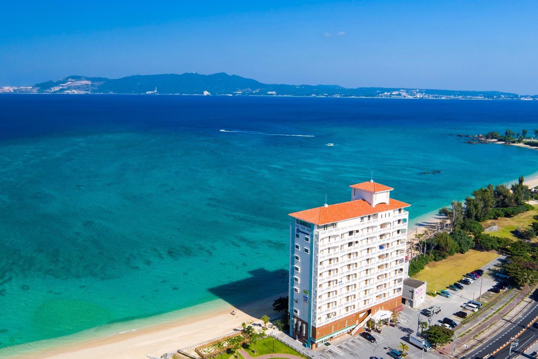 ホテル目の前に広がる海