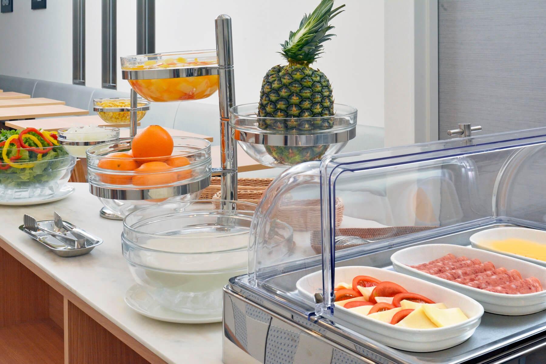 毎朝20種類以上の料理が並ぶ朝食バイキング