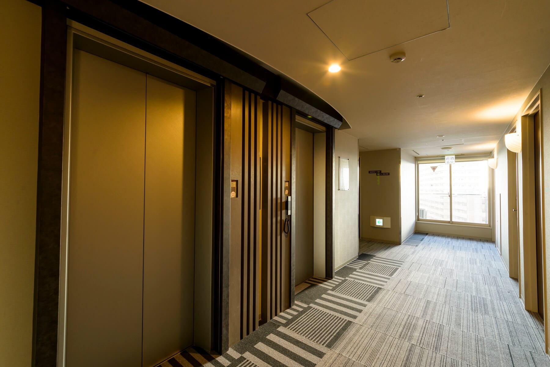客室フロアエレベーターホール